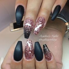 Semi-permanent varnish, false nails, patches: which manicure to choose? - My Nails Pink Glitter Nails, Matte Black Nails, Gold Glitter, New Year's Nails, Hair And Nails, Cute Nails, Pretty Nails, Coffin Nails, Acrylic Nails