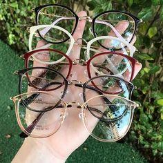 99 Óculos Italian Design (@99oculos) • Fotos e vídeos do Instagram Cute Glasses Frames, Womens Glasses Frames, Nice Glasses, Cat Eye Glasses, Girls With Glasses, Glasses For Face Shape, Fashion Eye Glasses, Eyeglasses, Eyewear