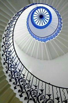 Queens House Tulip Eye - the wonderful tulip staircase in the Queens House, London would be an incredible sight to see. I've always been a fan of beautiful architecture and this is no exception! Beautiful Architecture, Beautiful Buildings, Art And Architecture, Architecture Details, London Architecture, Grand Staircase, Staircase Design, Escalier Art, Architecture Renovation