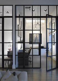 Puertas de hierro; Perfectas para separar ambientes con un toque industrial.