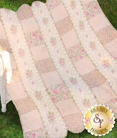 Best 12 Sharp traded shabby chic bedding sets How to Shabby Chic Quilt Patterns, Shabby Chic Bedding Sets, Shabby Chic Quilts, Baby Quilt Patterns, Shabby Fabrics, Baby Patchwork Quilt, Pink Quilts, Baby Girl Quilts, Girls Quilts