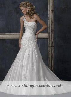 not that i'm getting married any time soon, but oh my goodness... five years from now, this will be my dress.