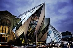 """Royal Ontario Museum, the """"crystal"""" addition that lost a lot of glass between concept and execution. Ahhh Daniel, Daniel."""