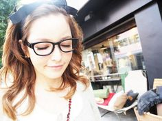 Love the hairband Mommy Style, Sweet Style, Her Style, Hair Arrange, Japanese Street Fashion, Girls With Glasses, Geek Chic, Hair Designs, Hair Goals