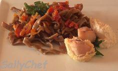 Grazie a Sally Chef per la sua ricetta: fettuccine di lenticchie con ragù di verdure e crema di calamaro!  http://sallychef.com/2014/12/15/fettuccine-di-lenticchie-tutto-torna/