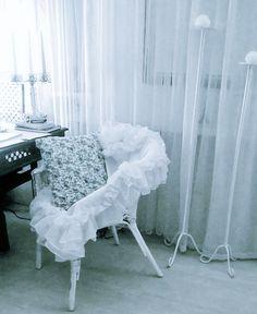 Biały wiklinowy fotel w falbanach.... The white wicker armchair in a flounces... Design by Urszula Koronczewska.