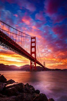 Sunset over the Golden Gate Bridge, San Francisco, California Sunset Photography, Landscape Photography, Scenary Photography, Puente Golden Gate, Beautiful Places, Beautiful Pictures, San Fransisco, Amazing Sunsets, Beautiful Sunrise