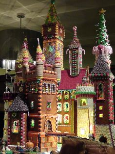 Now THAT is a Gingerbread house !!!  brothers grimm castle fairy tales seattle sheraton christmas gingerbread ...  wheresmybackpack.com My sister could make this, no lie, she's the QUEEN of gingerbread houses...;)