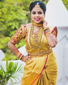 What better occasion than your wedding to drape yourself in an opulent gold saree? For some more wedding gorgeousness,… Wedding Saree Blouse Designs, Saree Wedding, Indian Sarees, Silk Sarees, Pastel Wedding Colors, Indian Wedding Outfits, Indian Weddings, Golden Saree, Blouse Models