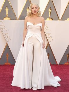 lady gaga red carpet | Lady Gaga's 'Best Friend' Designed Her Oscars 'Gown Suit ...