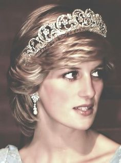 Click the pic to see more photos of Princess Diana in the Spencer Tiara.