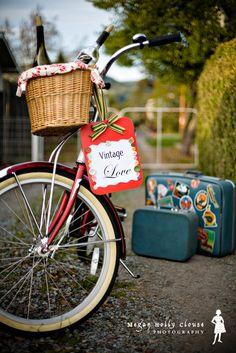 Vintage style cruiser bike with wicker basket. Electra. Vintage luggage.