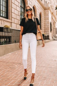 Outfit Jeans, White Pants Outfit, Jeans Outfit For Work, Casual Work Outfits, Jean Outfits, Fashion Outfits, Hijab Fashion, Men Fashion, Retro Fashion