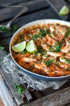 Kulinarne podróże: Paella z krewetkami. Paella, Shrimp, Curry, Food And Drink, Ethnic Recipes, Interior, Curries, Indoor, Interiors