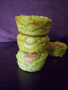 """750g vous propose la recette """"Muffins aux brocolis faciles"""" publiée par moum00."""