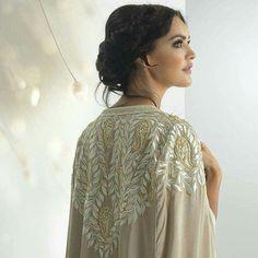 Cape Abaya Dubai Fashionista, Beautiful Mosques, Moroccan Dress, Cape Dress, Diy Clothing, Hijab Fashion, Sari, Gowns, Indian