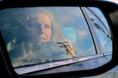 Das perfekte Selfie - welche Kamera?  Bei Smartphone-Kameras auf mögliche Qualitätsschwankungen achten, Selfie lieber 2x prüfen ehe Sie es via Facebook & Co verbreiten. Professionelle Kameras mit Selbstauslöser & Co. sind gefragt, wenn Sie hochwertige Selbstporträts für's Fotobuch oder Album erzielen wollen.  Foto: CC BY-SA 2.0, California Selfie von Shannon Kringen