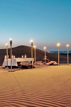 Das Al Maha, a Luxury Collection Desert Resort & Spa in Dubai ist ein luxuriöses Fünfsternehaus im Stil eines Beduinen-Camps. Romantisches Dinner unter dem Sternenhimmel inklusive.