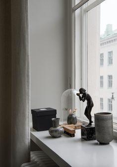Apartment in dark brown color palette - via mur-beton.com