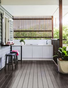 """Featuring a Caesarstone benchtop with integrated barbecue and fridge, the outdoor kitchen makes outdoor meals easy any time of year. """"Being able to accommodate spontaneous gatherings was a priority,"""" says Megan. Tokyo **bar stools** from[Furniture Online](http://www.furnitureonline.com.au/ target=""""_blank""""). Todd **square pot** from [Graceville Imports](http://www.pots.net.au/ target=""""_blank"""")."""