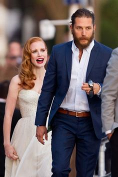 Her red hair, his eyes. Jessica Chastain and Tom Hardy - my lovers Jules and Dane in Game Changer. Tom Hardy Beard, Tom Hardy Wife, Tom Hardy Haircut, Tom Hardy Hot, Tom Hardy Lawless, Tom Hardy Variations, Jessica Chastain, Stylish Men, Beautiful People