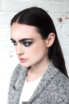 A smoky blue is the new smoky black, stay on trend with fall eye palette//
