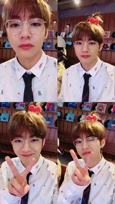 #v #kimtaehyung #cute Yoonmin, Foto Bts, K Pop, Beatles, V Smile, Boy Band, Bts Kim, V Bts Wallpaper, V Cute