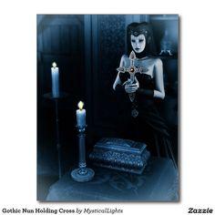 Gotische Nonne, die Kreuz hält Postkarte