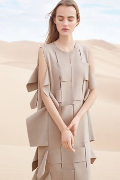 COS 2016 春夏系列造型照:沙漠中的簡約與唯美