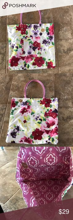 Reversible Tote Bag NWT Large pocket on each side. Great for crafts or the pool. Great Holiday Gift!⛄️ K1 Bags Totes