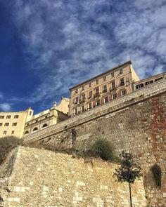 by http://ift.tt/1OJSkeg - Sardegna turismo by italylandscape.com #traveloffers #holiday | Sapete che il Bastione di Santa Croce nel quartiere Castello di #Cagliari è noto anche come bastione di Santu Juanni? Un tempo ospitava La Giudaria ovvero il rione ebraico. Buon sabato Igers! Ph @daniela_deidda Foto presente anche su http://ift.tt/1tOf9XD | March 12 2016 at 01:31PM (ph igers_cagliari ) | #traveloffers #holiday | INSERISCI ANCHE TU offerte di turismo in Sardegna http://ift.tt/23nmf3B -