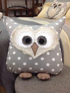 Owl pillow Création de Janie St-Pierre pour Ambiance d'Aujourd'hui
