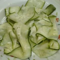 Zucchine crude marinate al limone Antipasto, Savoury Dishes, Light Recipes, Food Art, Food Food, Italian Recipes, Cucumber, Zucchini, Food And Drink