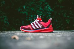 adidas Originals SL Loop Runner Red/White/Blue Bird: Having recently revealed a new moccasin hybrid, adidas Originals applies a patriotic colorway to Red Sneakers, Sneakers Fashion, Adidas Sneakers, Adidas Fashion, Mens Fashion, Sl Loop, Mode Adidas, Streetwear, Baskets Adidas
