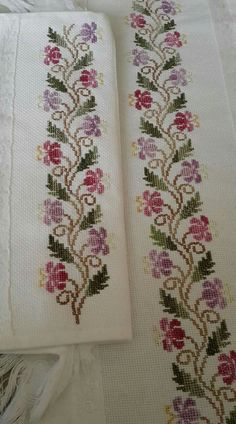 This post was discovered by Su How to Crochet Wave Fan Edging Border Stitch - Crochet Ideas 's media analytics. Cross Stitch Boarders, Cross Stitch Rose, Modern Cross Stitch, Cross Stitch Flowers, Cross Stitch Designs, Cross Stitching, Cross Stitch Embroidery, Cross Stitch Patterns, Towel Embroidery