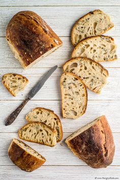 A bread to share with friends at on a lovely summer day. Try it when was not yet cooled or cut it the next day and you will still love. Sourdough Bun Recipe, Bread Recipes, Vegan Recipes, Yummy Recipes, Best Food Photography, Product Photography, Seed Bread, Tasty, Yummy Food