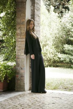Total Black and fringes: elegance and personality.  Discover all Spring Summer collection on www.compagniaitaliana.it