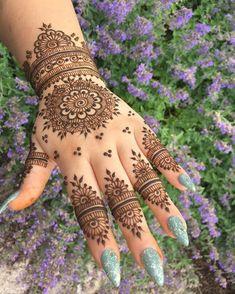 Pretty Henna Designs, Modern Henna Designs, Finger Henna Designs, Indian Mehndi Designs, Back Hand Mehndi Designs, Mehndi Designs Book, Mehndi Designs For Beginners, Mehndi Designs For Fingers, Latest Mehndi Designs