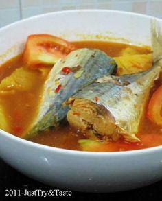 Just Try & Taste: Lempah Kuning Khas Bangka Fish Recipes, Seafood Recipes, Asian Recipes, Chicken Recipes, Cooking Recipes, Seafood Soup, Potato Recipes, Malay Food, Indonesian Cuisine