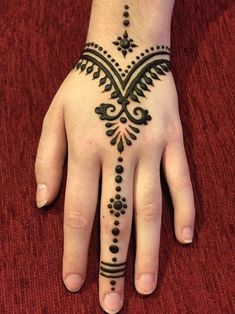 125 Stunning Yet Simple Mehndi Designs For Beginners - Henna Henna Flower Designs, Henna Tattoo Designs Simple, Henna Art Designs, Mehndi Designs For Beginners, Mehndi Designs For Fingers, Mehndi Simple, Simple Hand Henna, Henna Beginners, Henna Tattoo Designs Easy