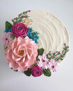 simple cake decorating for beginners - Cake Decorating Ideas - # beginners . - simple cake decorating for beginners – Cake Decorating Ideas – - Flores Buttercream, Buttercream Flower Cake, Buttercream Frosting, Frosting Flowers, Buttercream Cake Designs, Buttercream Birthday Cake, Fondant Flower Cake, Pretty Cakes, Cute Cakes