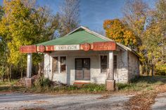 An old, abandoned store in Tennessee. I can almost see the Andersons behind the counter serving up ice cold coke bottles with a bag of peanuts and a moon pie! These Mom and Pop stores were all over the South. Old General Stores, Old Country Stores, Country Life, Old Buildings, Abandoned Buildings, Abandoned Places, Wonderful Places, Beautiful Places, Abandoned Hospital