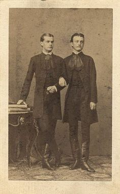 vintage everyday: LGBT Couples – Adorable Vintage Photos of Gay Lovers in the Victorian Era Lgbt Couples, Cute Gay Couples, Vintage Love, Vintage Men, Lgbt History, Dorian Gray, Vintage Photographs, Victorian Era, Historical Photos