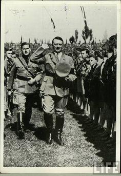 Hitler+&+Baldur+von+Schirach+inspecting+Hitlerjugend