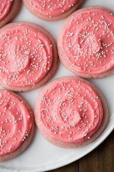 strawberry sugar cookies Marble Cupcakes – Gluten Free Strawberry Sugar Cookies - Cooking Classy Apple Cinnamon Sugar Cookie Bars www. Yummy Cookies, Yummy Treats, Sweet Treats, Pink Cookies, Baby Cookies, Flower Cookies, Heart Cookies, Just Desserts, Delicious Desserts