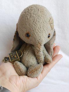 Elephant Artist bear ooak by Sylvie Touzard by viviedoudou on Etsy
