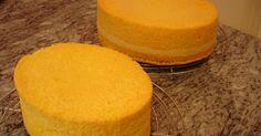 Biskuitteig  Rezept für eine Tortenform von26 cm Durchmesser:   6 Eier im ganzen  200 g Zucker  1 Vanillezucker  150 g Mehl, 50 g Mondam...