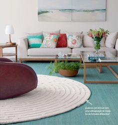 O charme do tapete redondo. Aprenda a usá-lo: http://www.casadevalentina.com.br/blog/materia/tapetes-redondos-tem-segredo.html  #decor #decoracao #details #detalhes #rug #tapete #interior #design #living #sala #casadevalentina