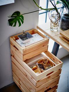 DIY-tips! Praktisk förvaring gör det lätt att organisera och flytta kontoret. Gör det själv med furulådorna KNAGGLIG och addera fyra stycken hjul!