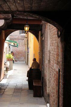 quiet Rialto  Venice Italy  photo by jadoretotravel